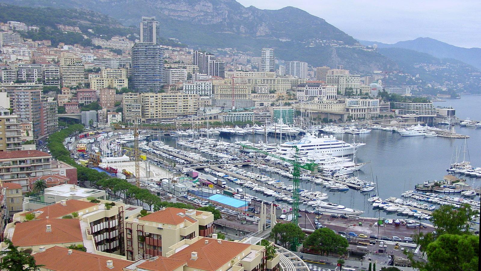 Blick von der Altstadt auf den Port de Monaco. Foto: Hilke Maunder