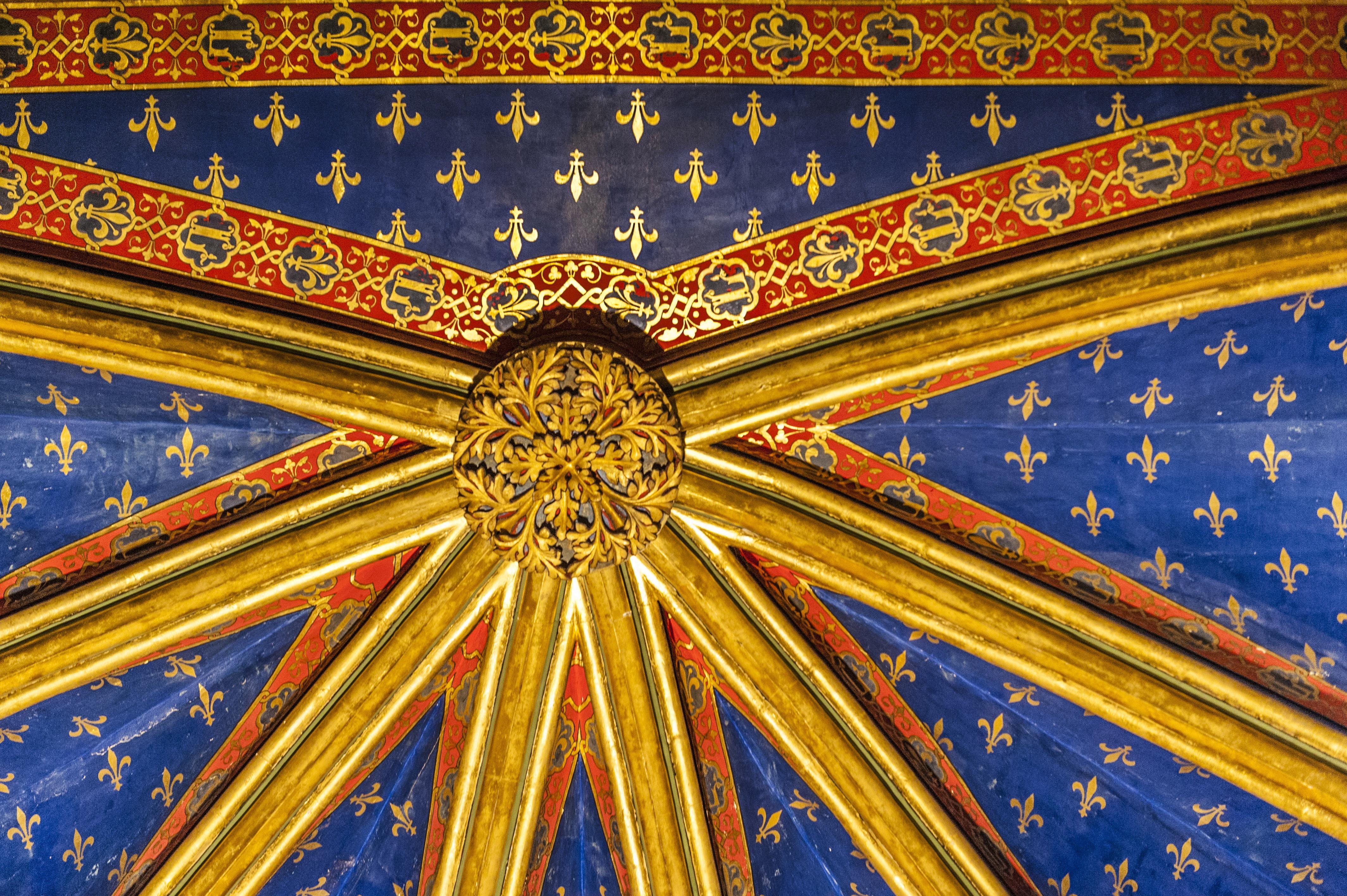 Blau, Rot, Gold; die Grundfarben der Sainte-Chapelle zu Paris. Foto: Hilke Maunder