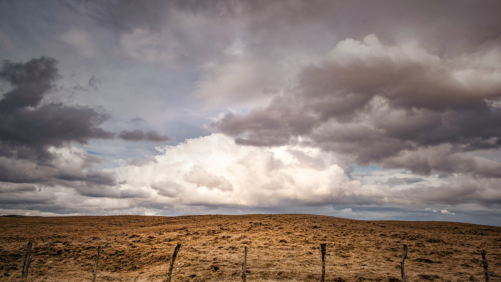 In der Auvergne erlebt ihr eindrucksvolle Wolkenspiele! Foto: Hilke Maunder