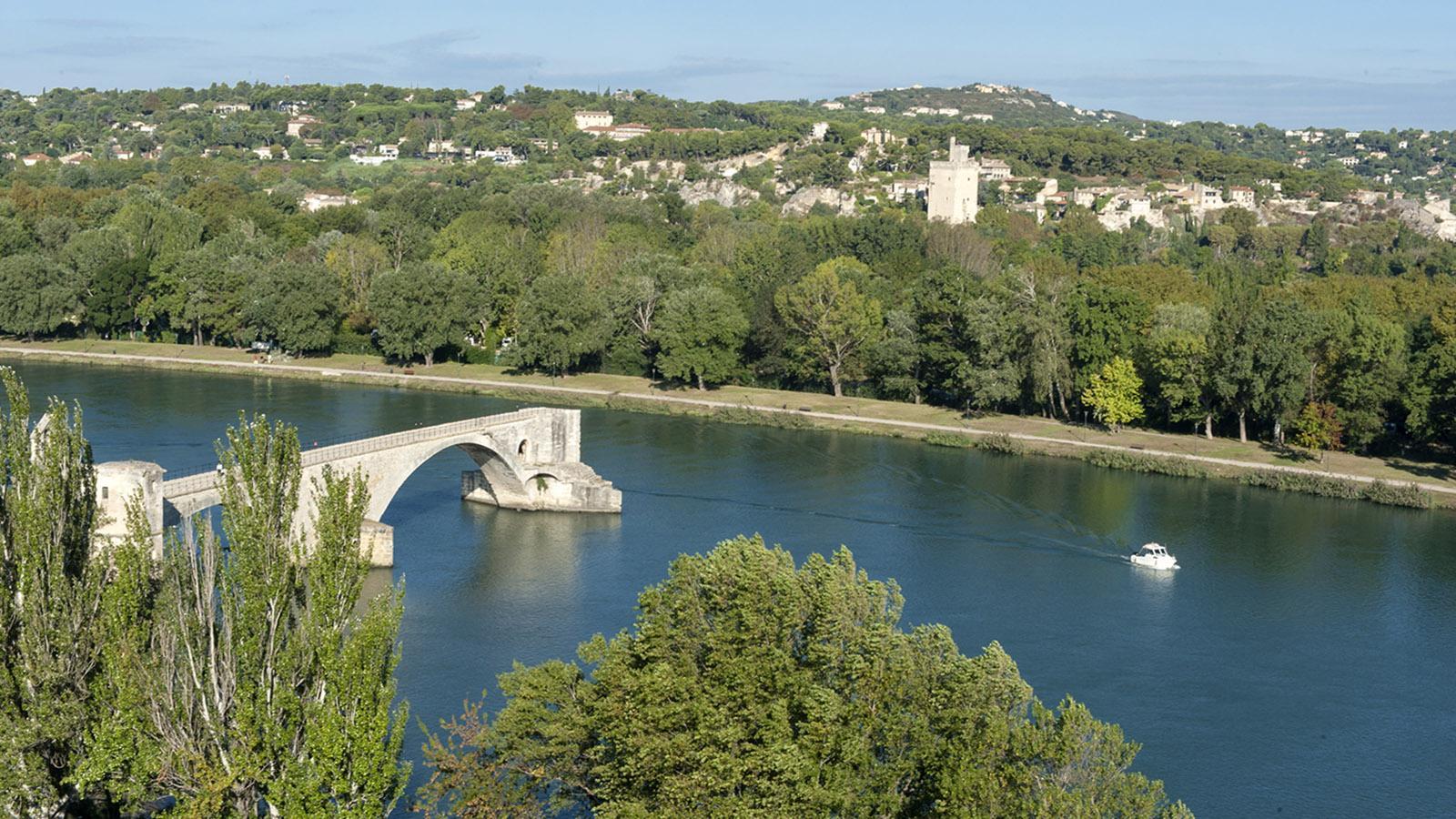 Sur le pont d'Avignon, on y danse... : die berühmte Brücke gehört heute zum Welterbe. Foto: Hilke Maunder