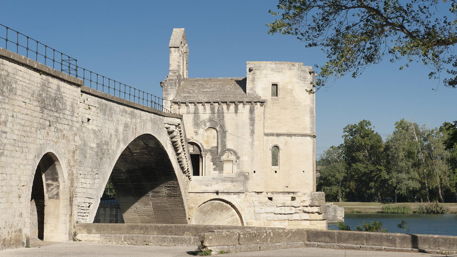 Die Bogenbrücke Pont Saint-Bénézet ist das Wahrzeichen von Avignon. Foto: Hilke Maunder