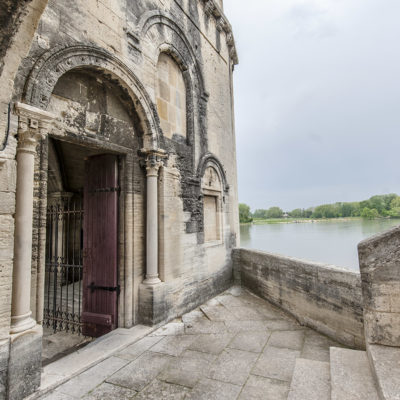 In der Doppelkapelle des Pont Sant-Bénézet ist oben Nikolaus von Myra, unten der heilige Bénézet geweiht. Foto: Hilke Maunder