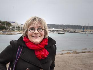 Auf den Spuren von Commissaire Duval. Christine Cazon am Bijou Plage. Foto: Hilke Maunder