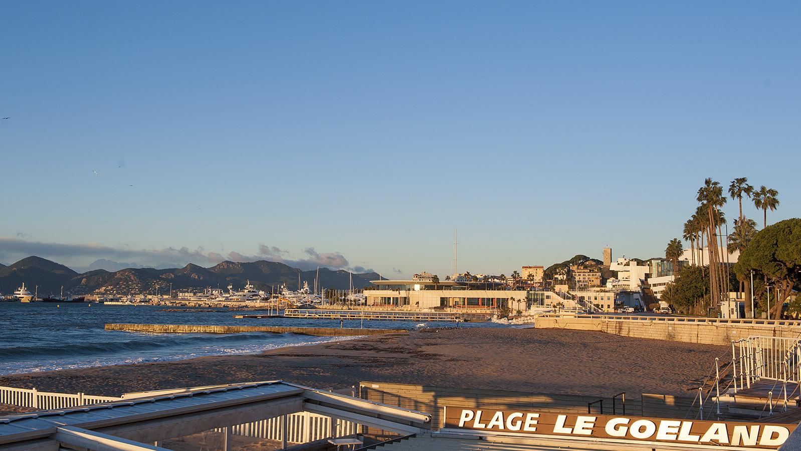 Auf den Spuren von Commissaire Duval. Frühmorgens am Strand. Foto: Hilke Maunder