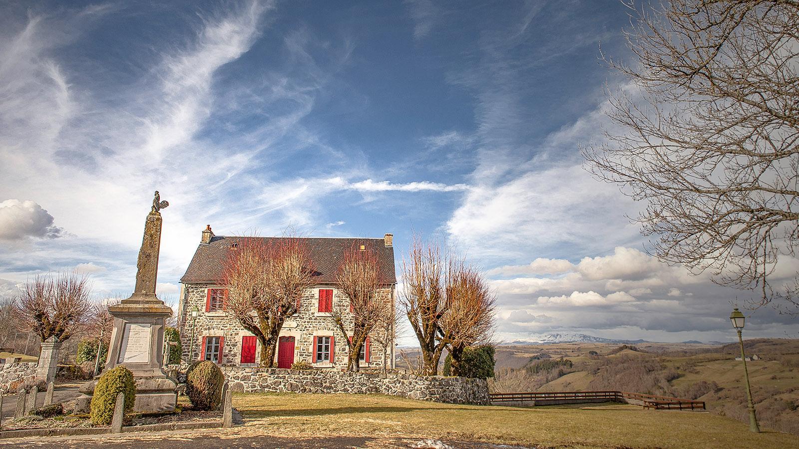 Auvergne: Aussichtsreiche Lage: Saint-Hippolyte. Foto: Hilke Maunder
