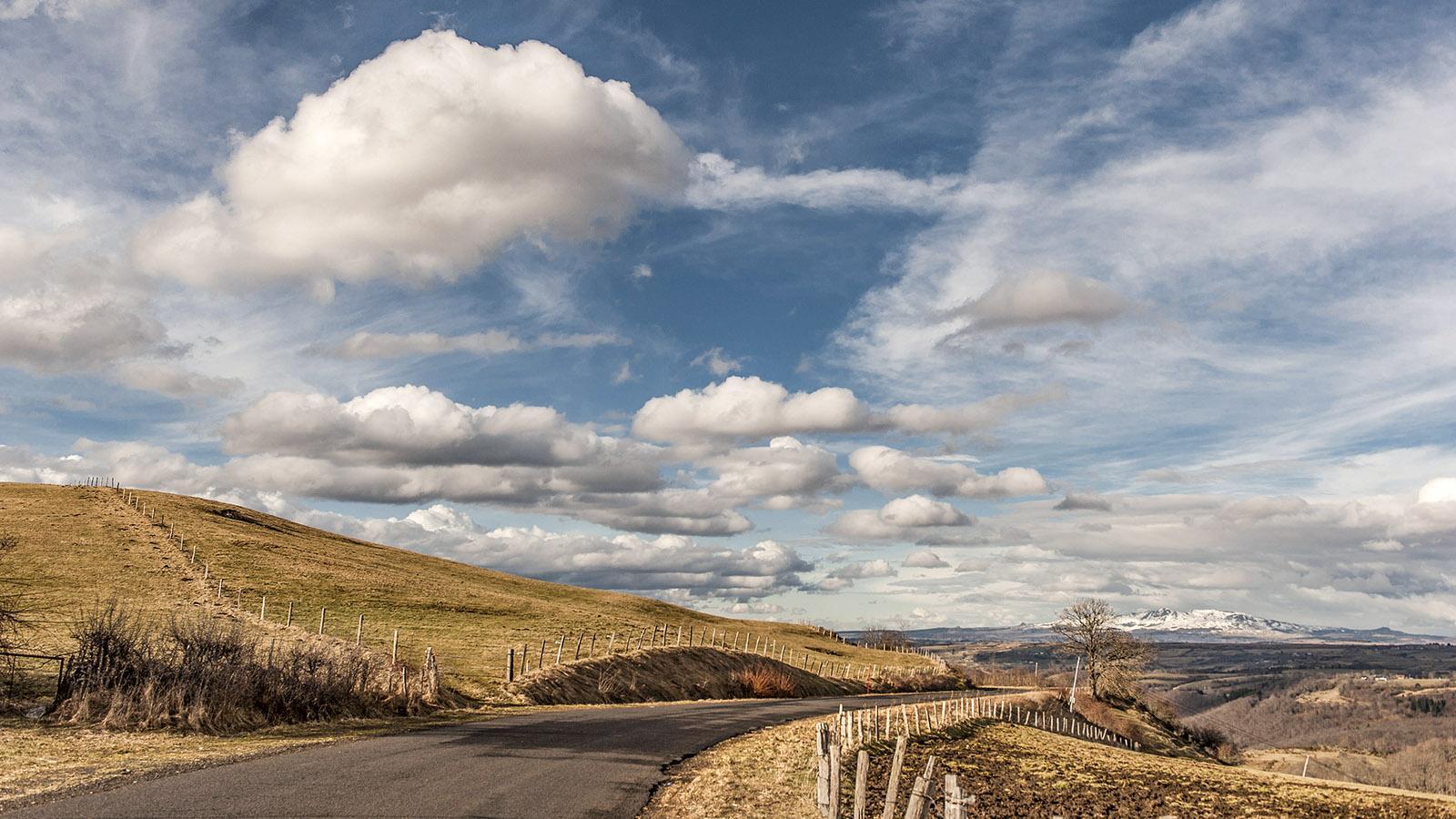 Auvergne: Unterwegs im Cantal bei Apchon. Foto: Hilke Maunder