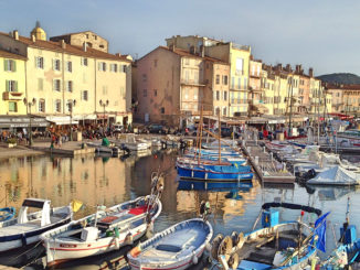 In Saint-Tropez beginnt der Küstenwanderweg von Strand zu Strand. Foto: Hilke Maunder