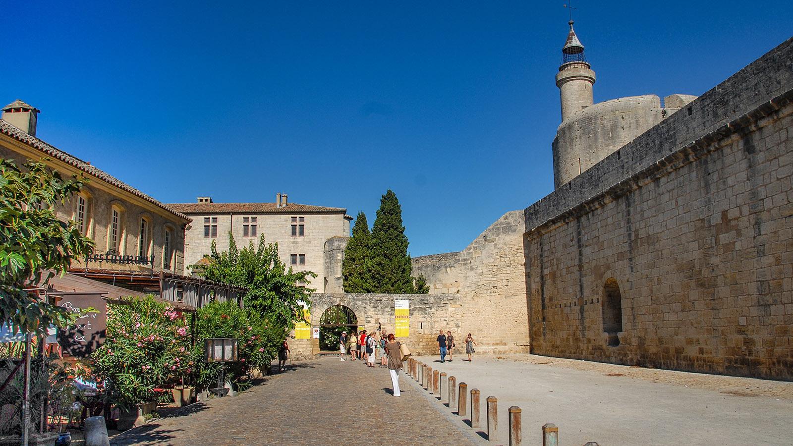 Direkt an der Stadtmauer mit der Tour de Constance findet ihr das Hôtel des Remparts. Foto: Hilke Maunder