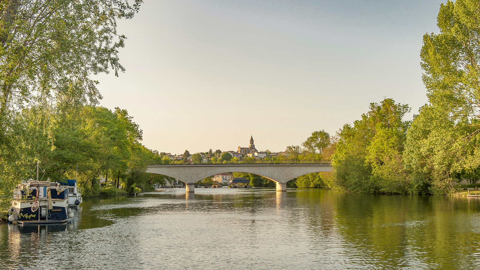 Radwandern: Saint-Simeux an der Charente. Foto: Hilke Maunder