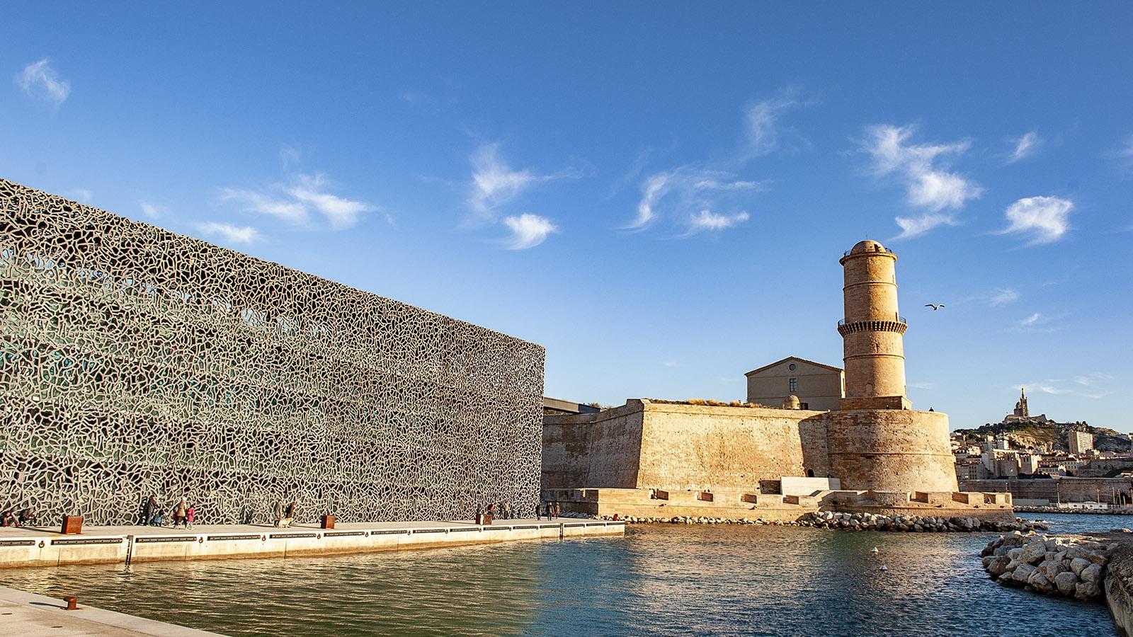 Marseille: Das MuCEM mit Neubau und Fort Saint-Jean sowie Notre-Dame de la Garde am anderen Ufer des Vieux-Port. Foto: Hilke Maunder