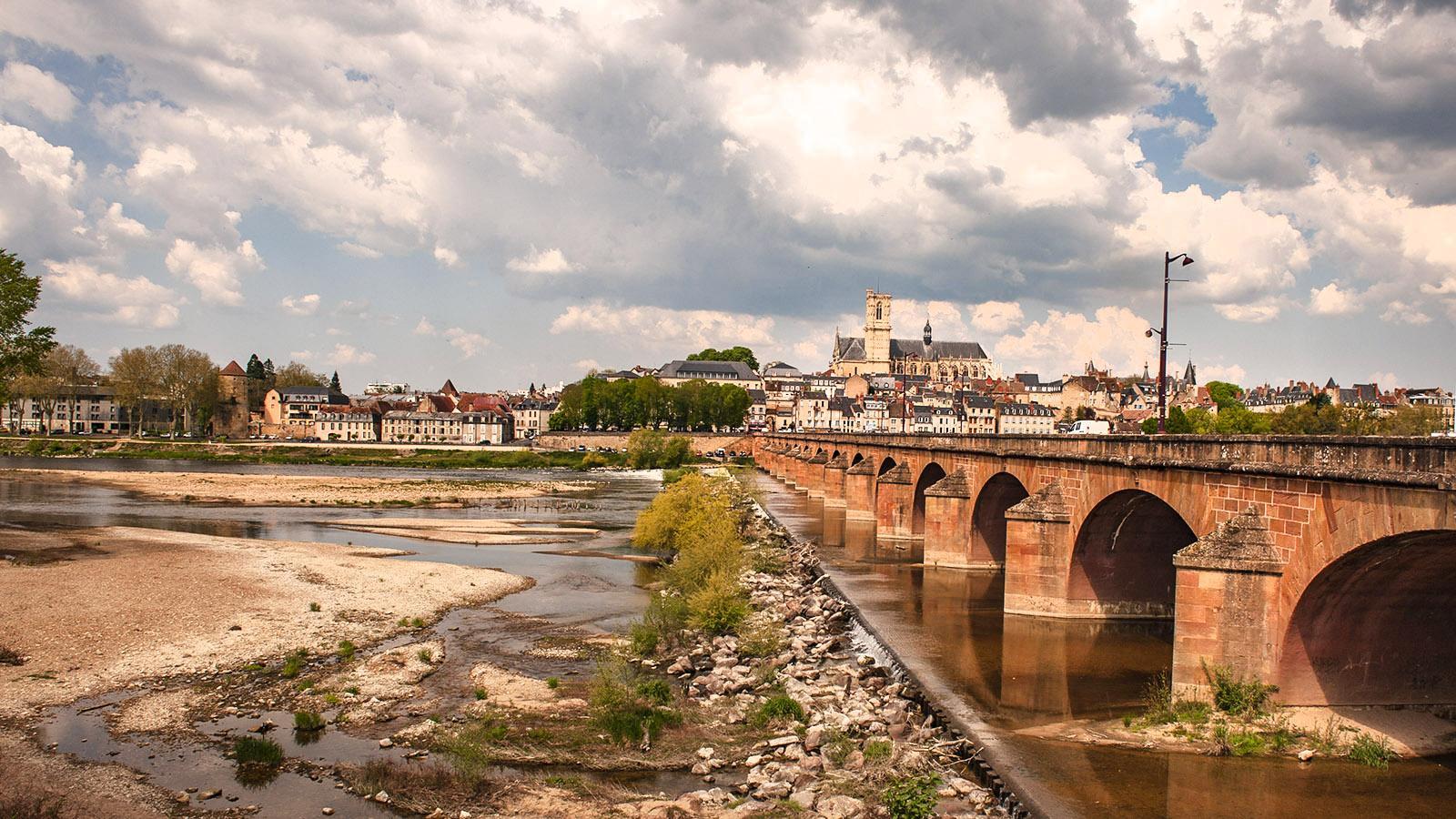 Nevers an der Loire mit seiner Kathedrale. Foto: Hilke Maunder