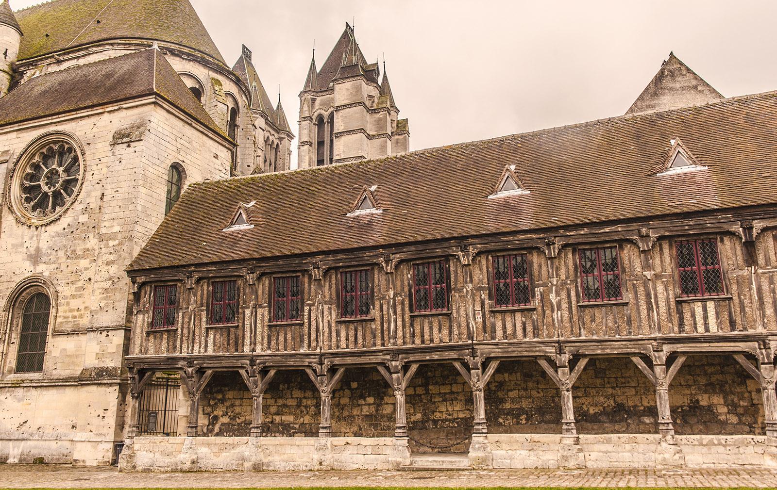 Die Kapitelbibliothek der Kathedrale von Noyon. Foto: Hilke Maunder