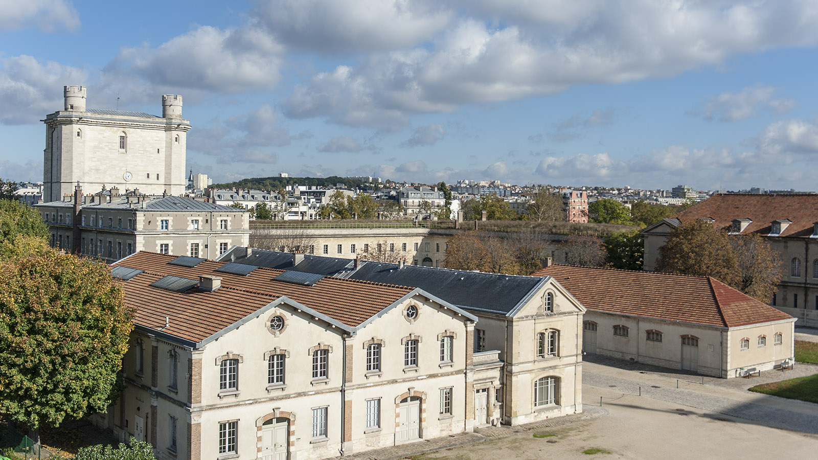 Der Donjon überragt die gesamte Schlossanlage von Vincennes. Foto: Hilke Maunder