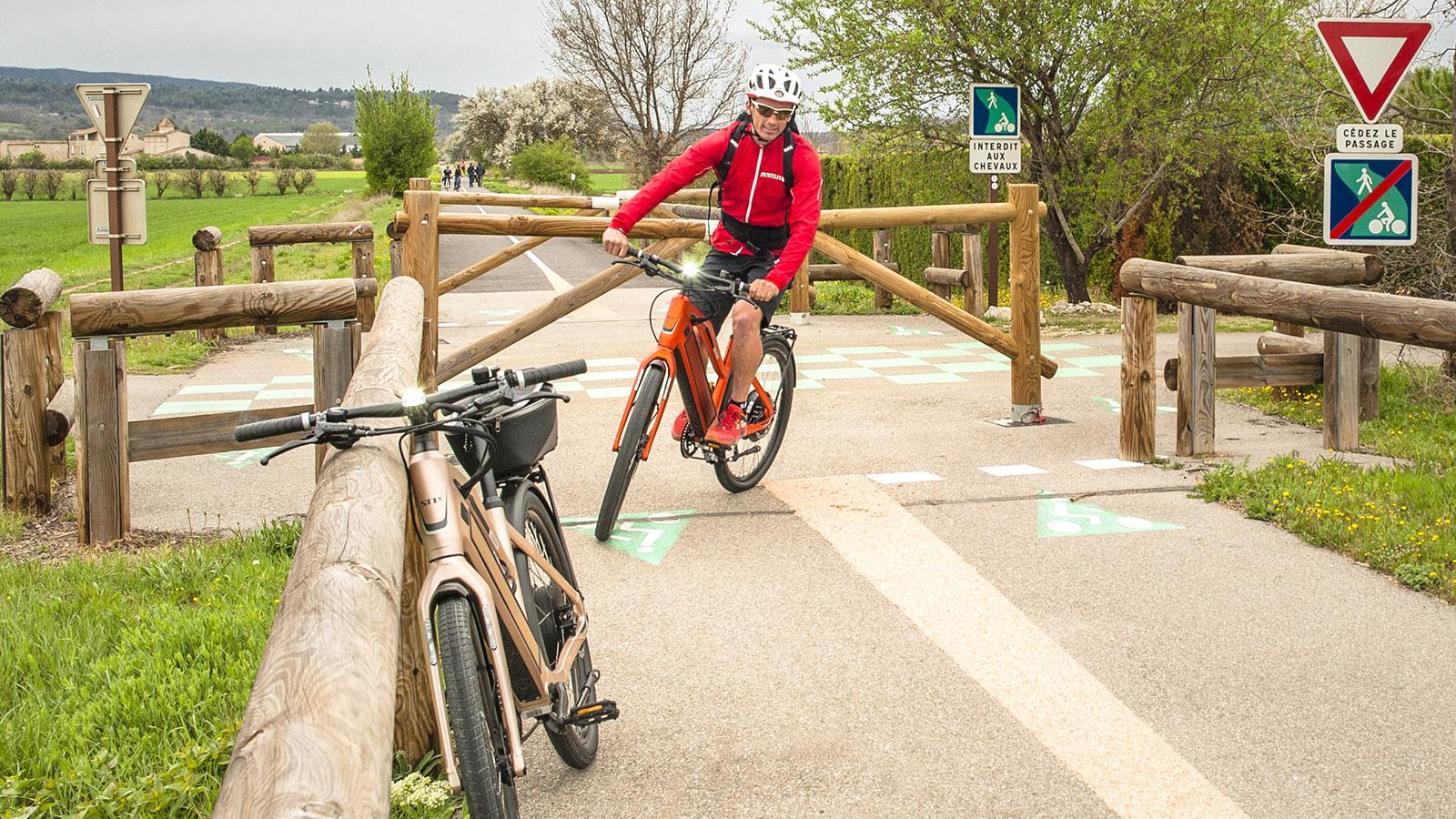 Luberon: Gaetan Dupin radelt auf dem Calavon-Radweg. Foto: Hilke Maunder