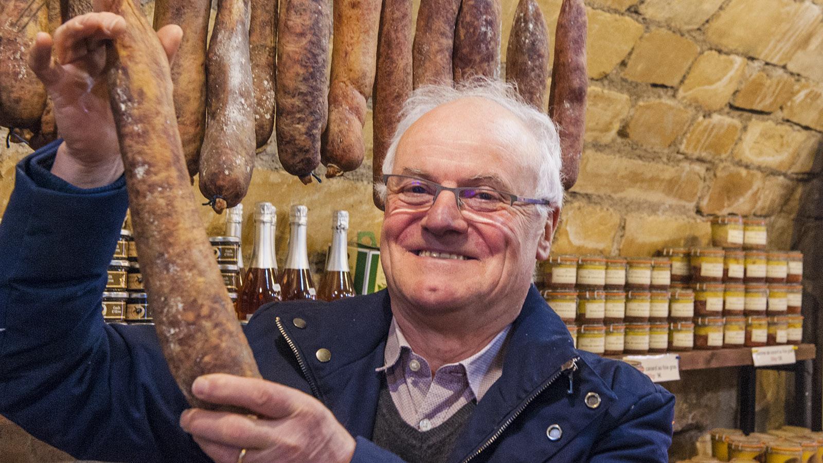 Ferme-Auberge de la Klauss: Charles Kleff mit der Fuseau Lorrain, einer typischen Lothringer Wurst.
