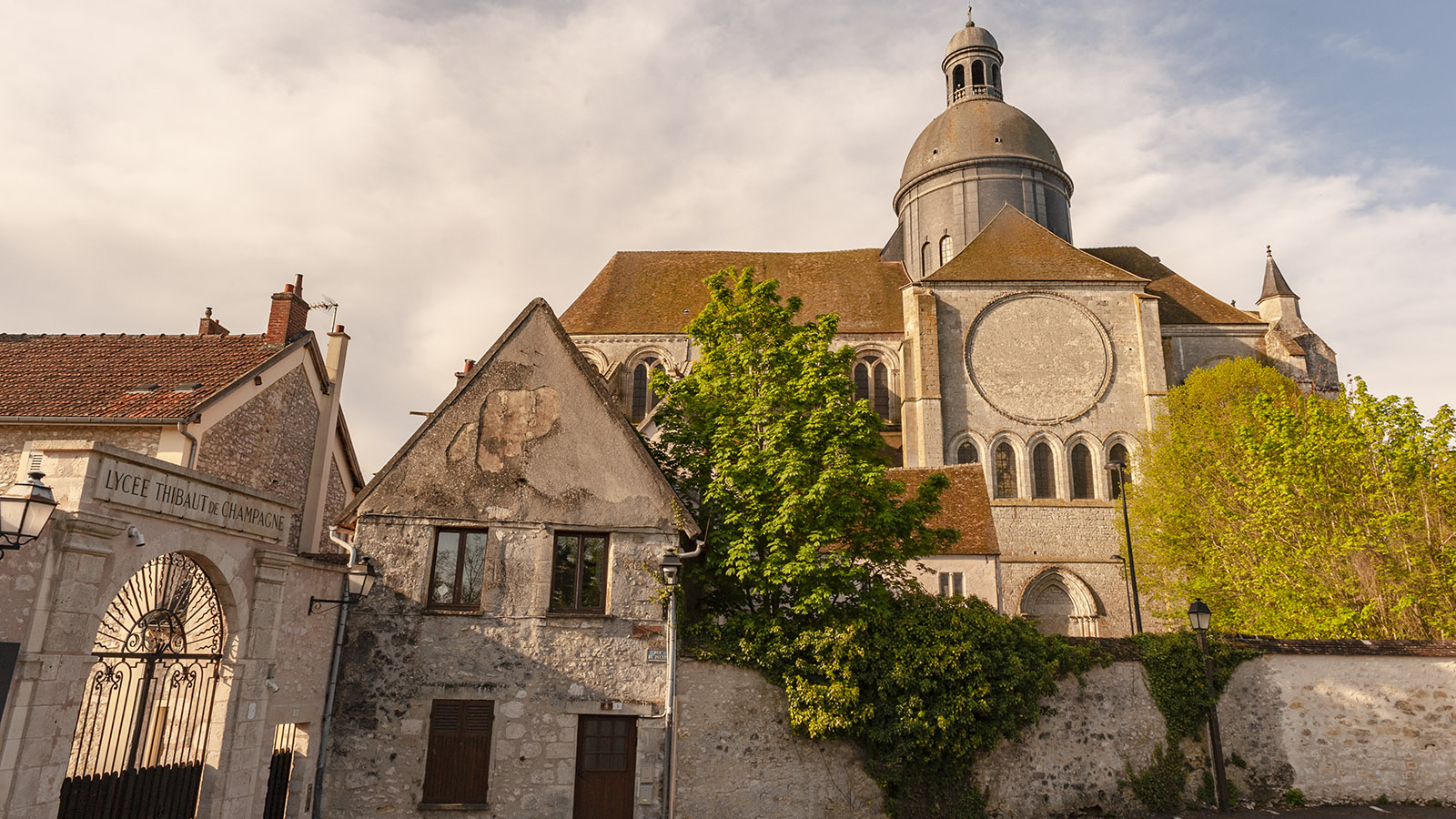 Eindrucksvoll: das Collégiale St-Quiriace in Provins. Foto: Hilke Maunder
