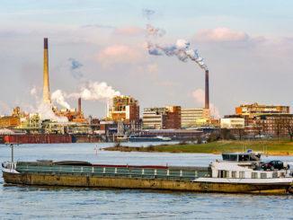 Der Rhein bei Krefeld. Foto: IHK Mittlerer Niederrhein