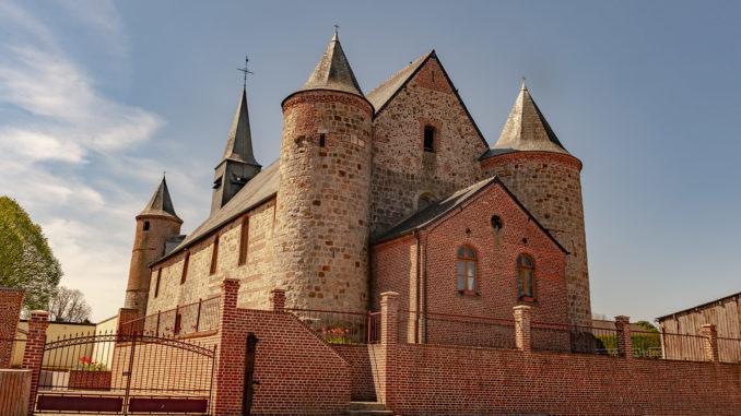 Die Wehrkirche von La Bouteille. Foto: Hilke Maunder