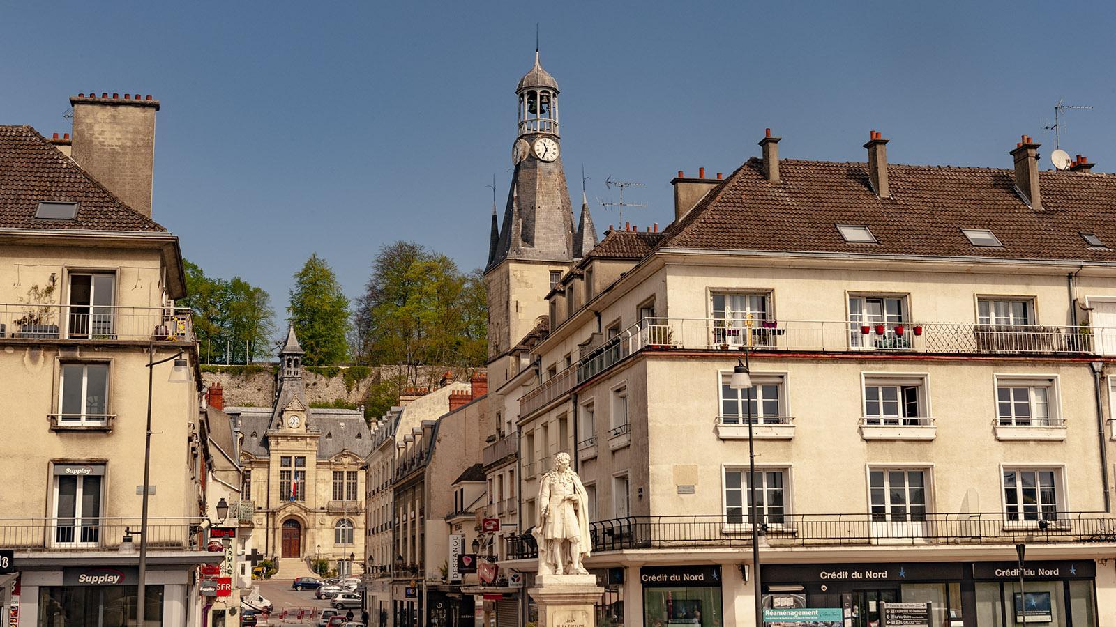 Château-Thierry: Blick vom Fontaine-Denkmal zum Rathaus. Foto: Hilke Maunder