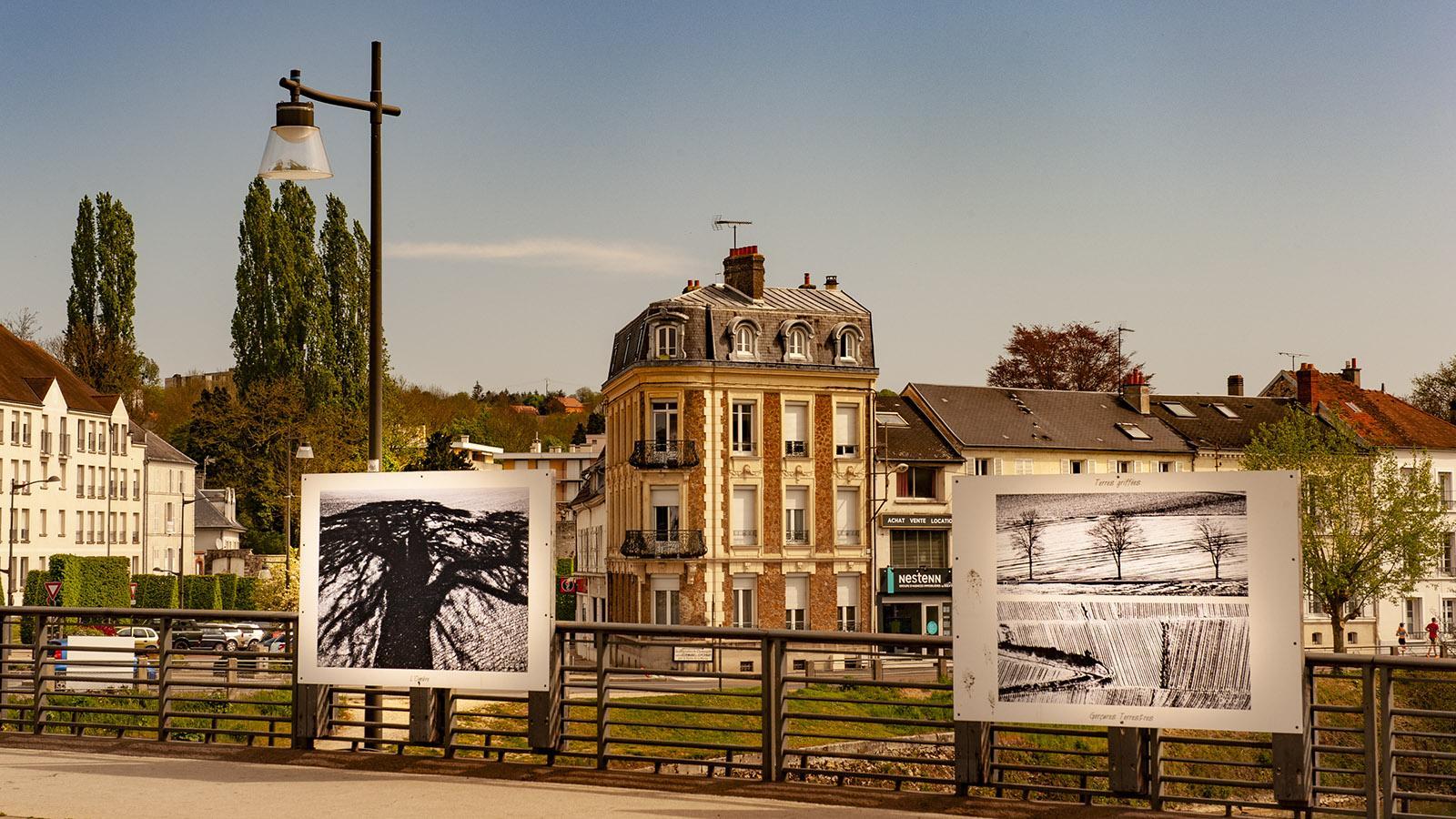 Die Brücke der Rue Carnot wird gerne für Ausstellungen genutzt. Foto: Hilke Maunder