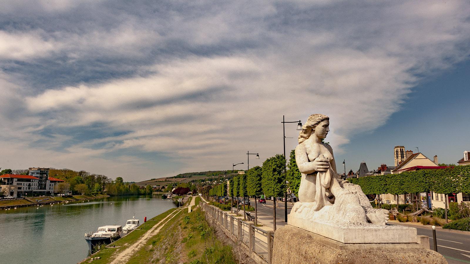 Château-Thierry: geschmückt - das Ufer der Marne. Foto: Hilke Maunder