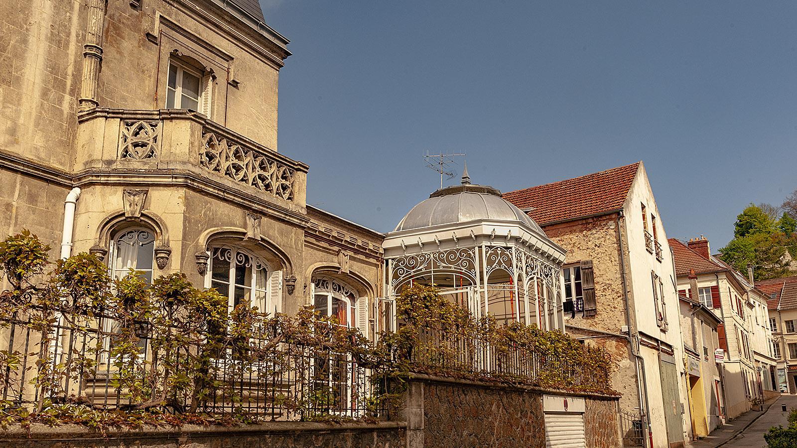 Nostalgisch: der Gartenpavillon dieser Stadtvilla von Châtaeu-Thierry. Foto: Hilke Maunder