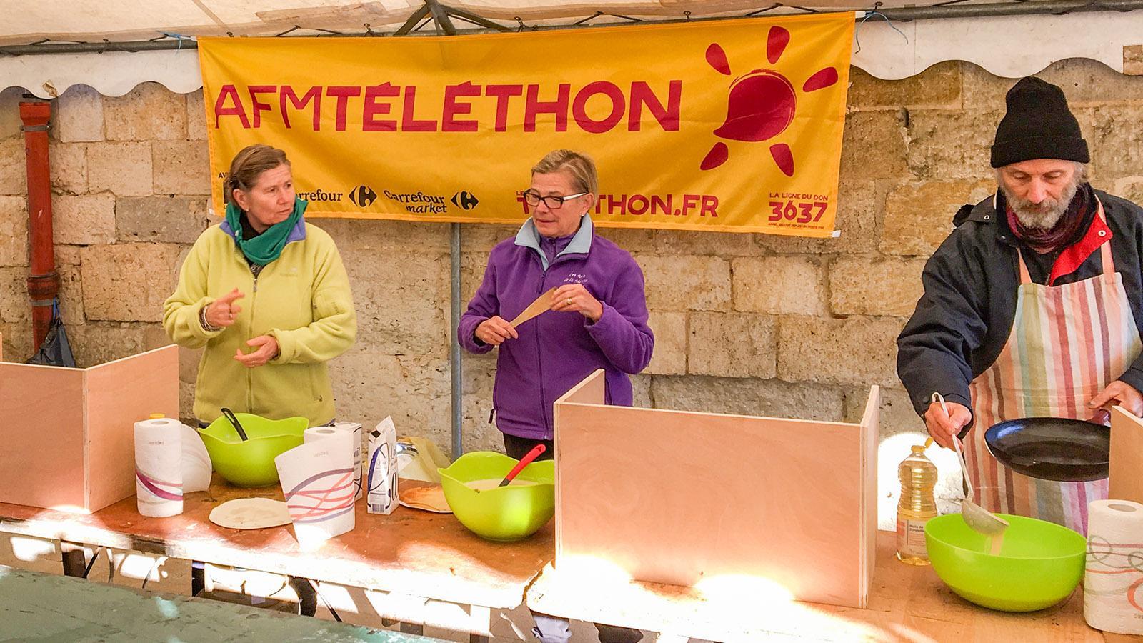 Solidarität: Crêpes-Backen für einen guten Zweck: Téléthon in Condom (Gers). Foto: Hilke Maunder