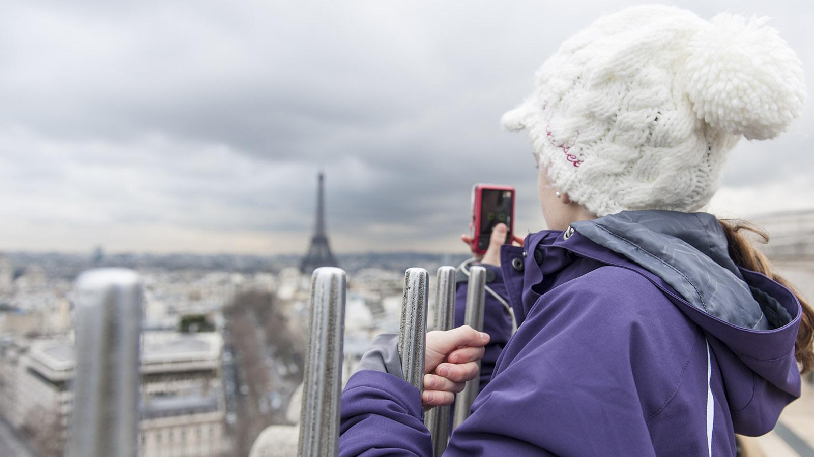 Vom Arc de Triomphe habt ihr einen unverstellten Blick auf den Eiffelturm. Foto: Hilke Maunder