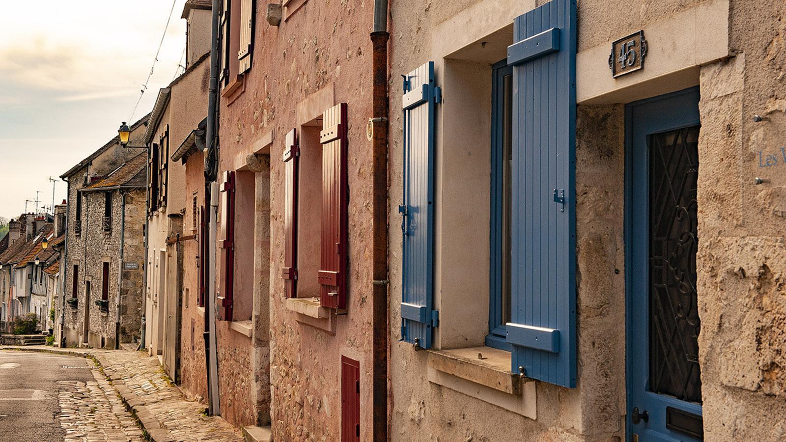 Bunt: die Fensterläden in der Rue Saint-Thibault. Foto: Hilke Maunder