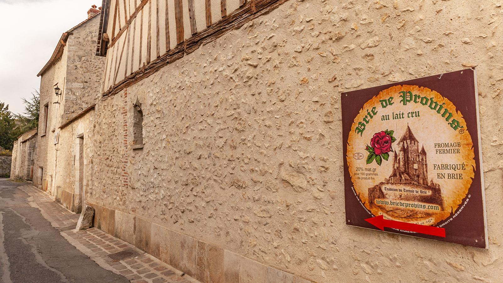 Nicht so berühmt wie sein Artgenosse aus Meaux, aber ebenso lecker: Brie de Provins aus roher Kuhmilch. Foto: Hilke Maunder