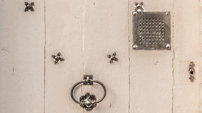 Provins: Tür(schmuck) aus dem Mittelalter. Foto: Hilke Maunder