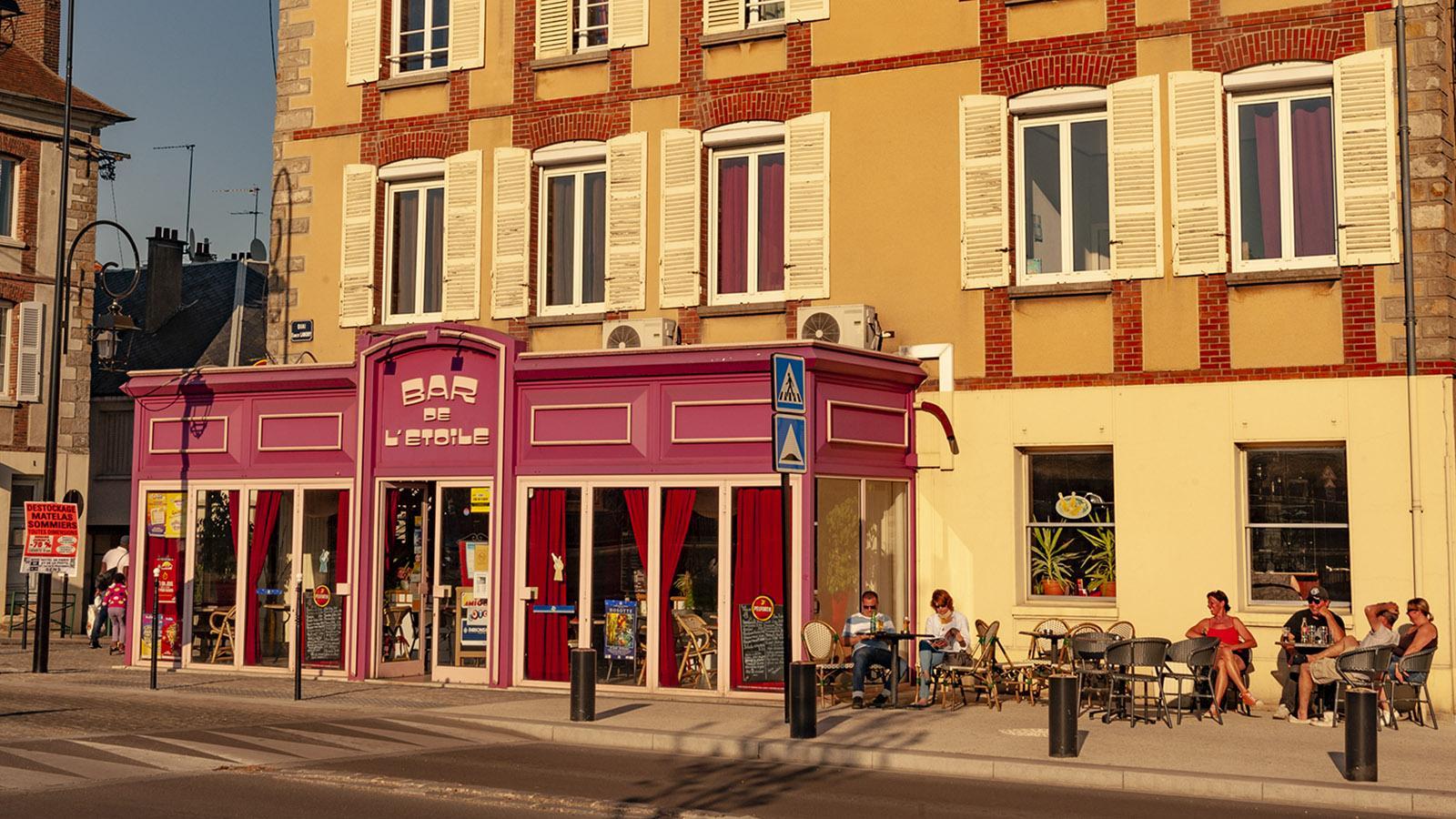 Beliebt: die einfache Eckbar Café de l'Étoile am Quai Landry. Foto: Hilke Maunder