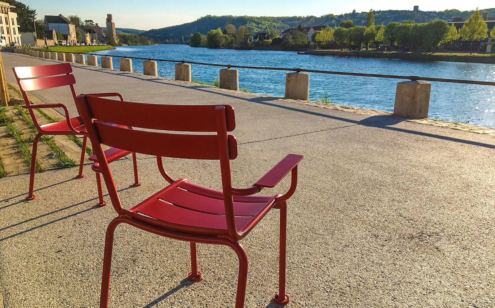 Festgeschraubt: die beliebten Femob-Stühle - Designklassiker aus Frankreich. Foto: Hilke Maunder
