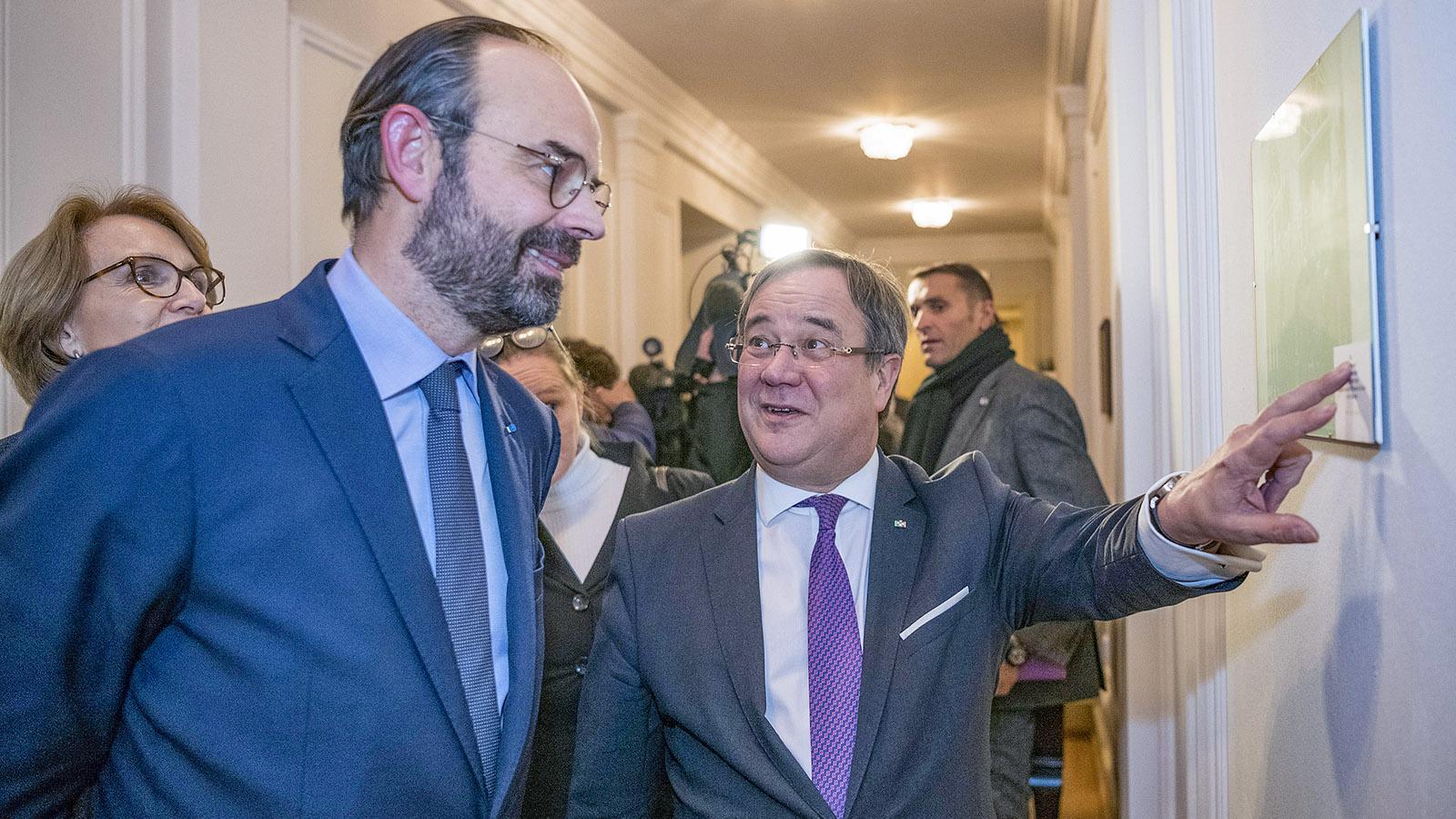 Armin Laschet mit Frankreichs Premier Édouard Philippe und Botschafterin Anne-Marie Descôtes in Bonn. Foto: Land NRW/Marc Hermeneau.