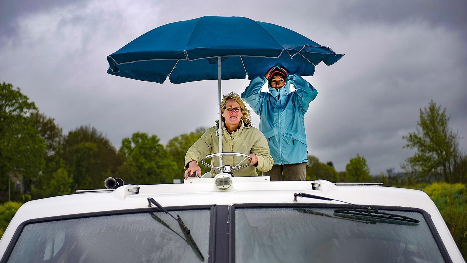 Hausboottörn Vilaine: Nur vom Außenstand am Oberdeck konnten wir im Wind und Regen überhaupt noch etwas erkennen. Foto: Hilke Maunder