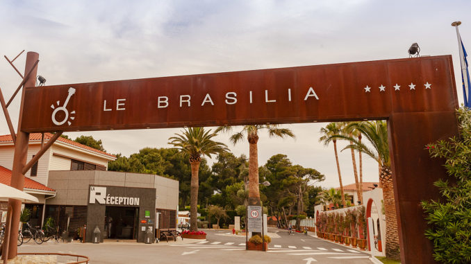 Glamping: Le Brasilia in Canet-Plage. Der Eingang. Foto: Hilke Maunder