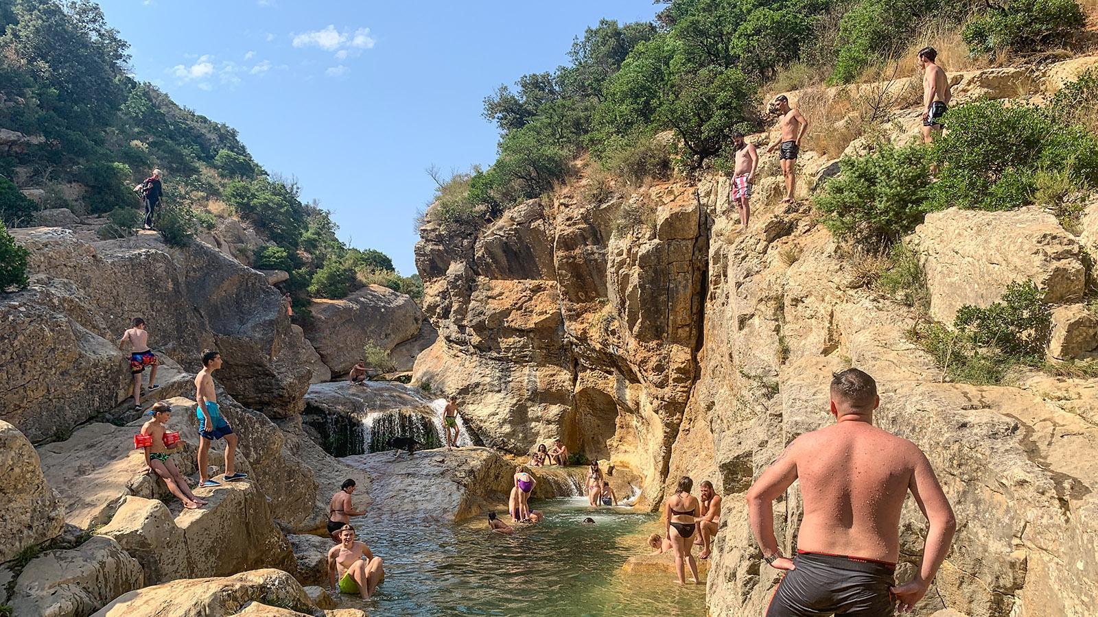 Wer hier springt, muss genau aufpassen –es gibt Felsen auch unter der Wasseroberfläche. Foto: Hilke Maunder