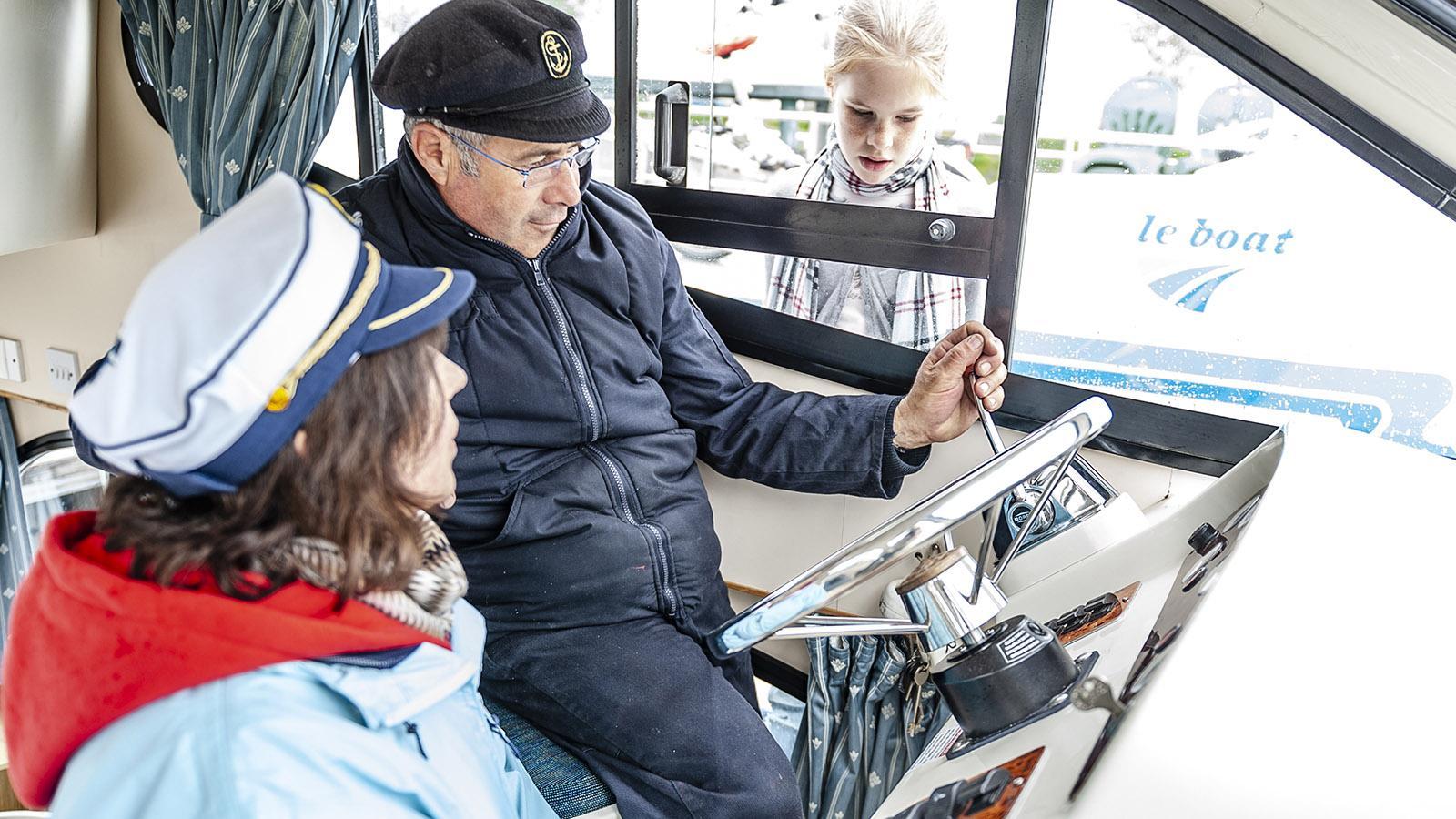 Le Boat: Der Innen-Steuerstand an Bord von MS Caprice. Foto: Hilke Maunder