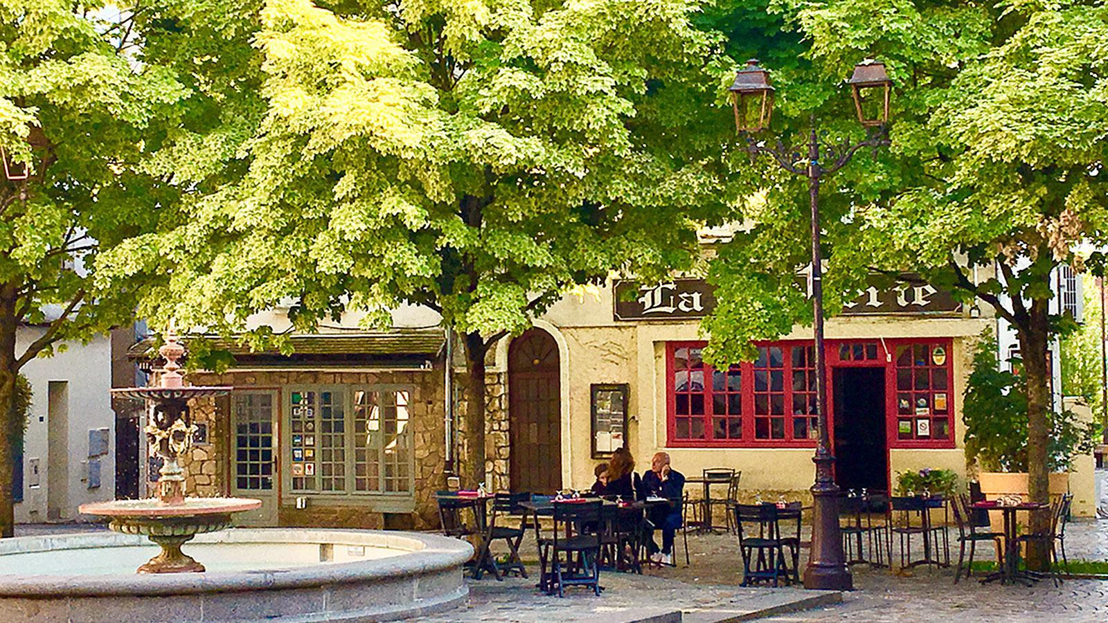Melun: Place Jacques Aymot. Foto: Hilke Maunder