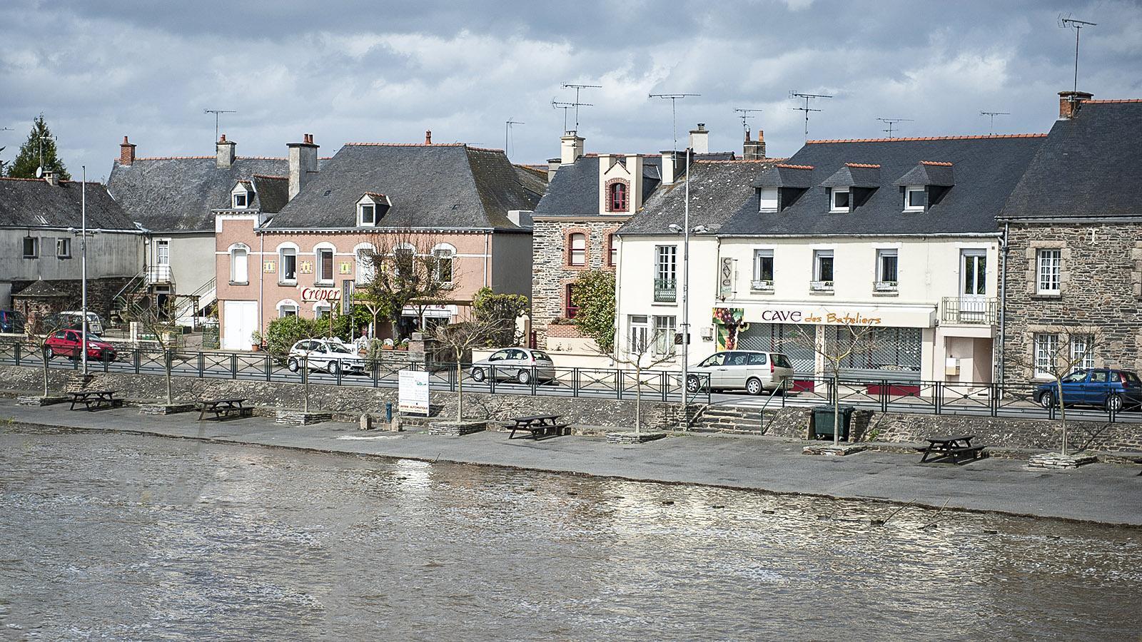 Überflutet: das Ufer der Vilaine bei Messac. Foto: Hilke Maunder