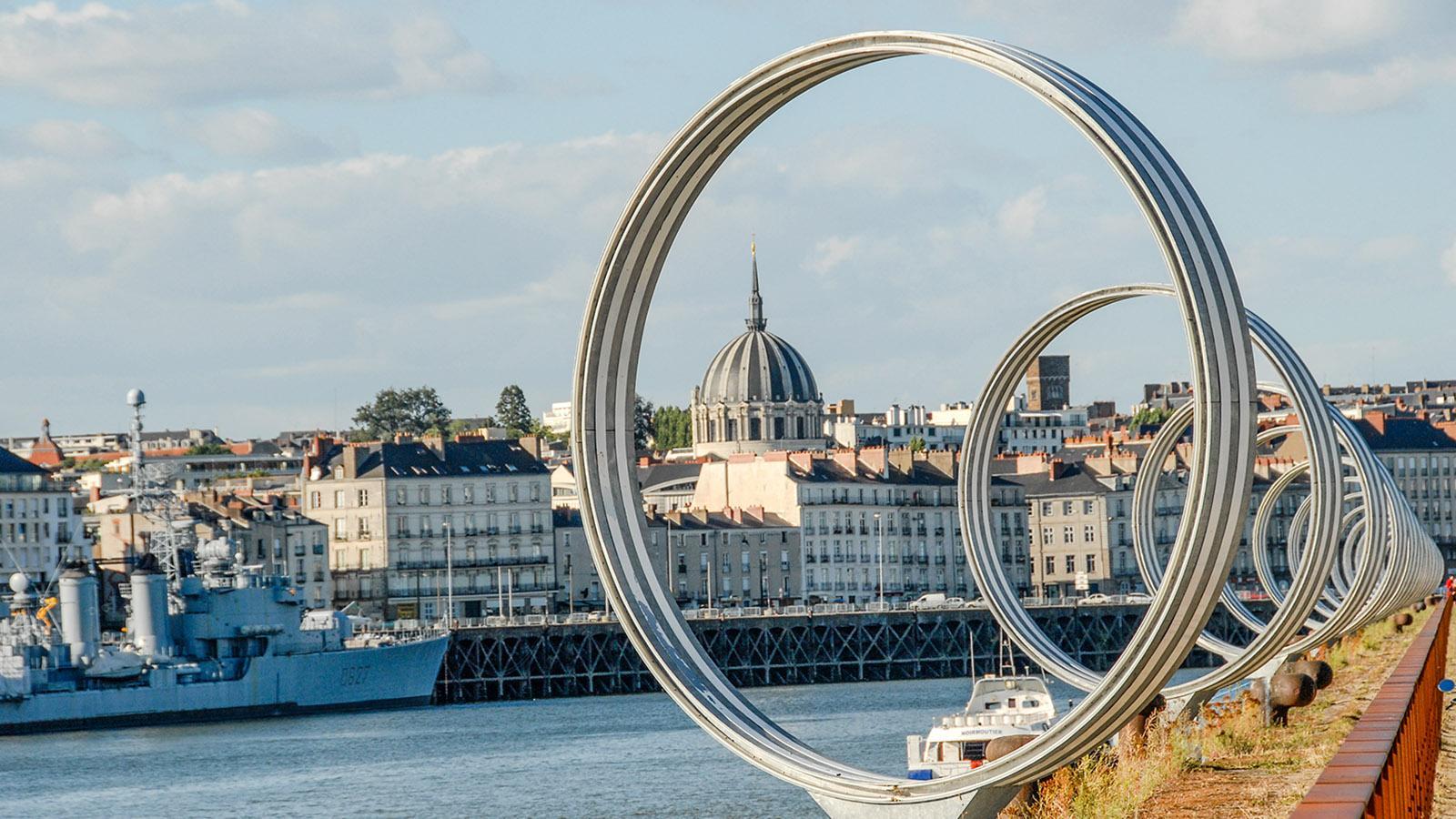 Estuaire, Île de Nantes: Les Anneaux, die Ringe von Daniel Buren. Foto: Hilke Maunder