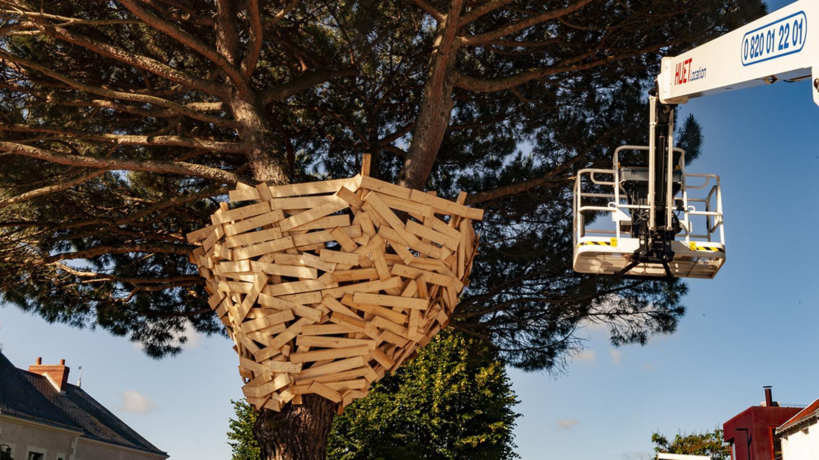 Nantes: das Nest von Tadashi Kawamata auf der Butte Sainte-Anne. Foto: Hilke Maunder