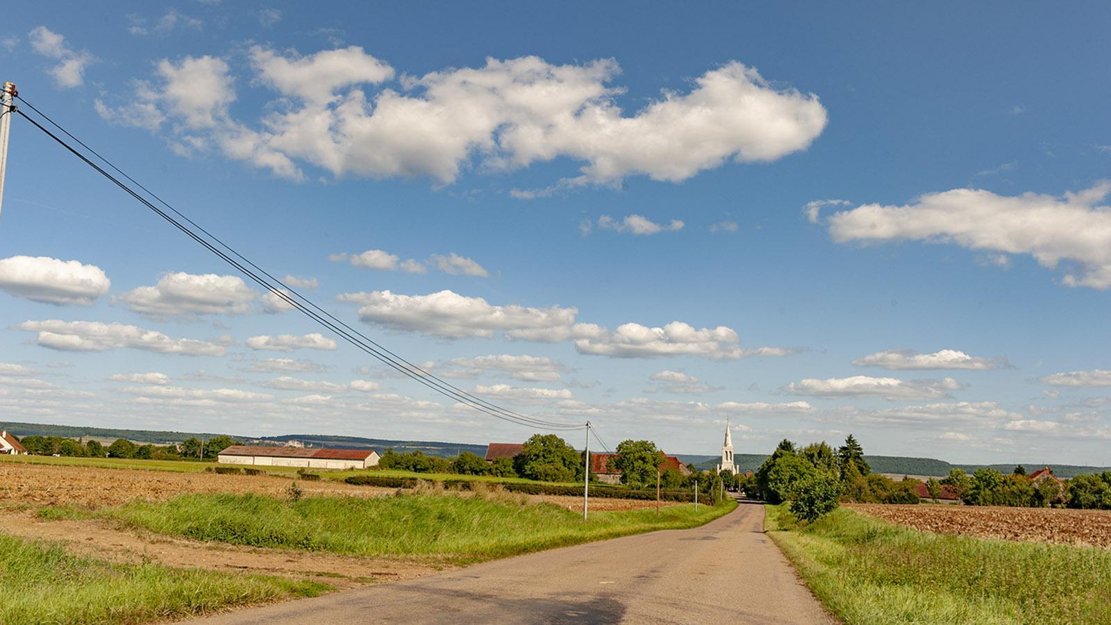 Diagonale du Vide. Immer im Blick bei den Ortseinfahrten: die Kirche. Foto: Hilke Maunder