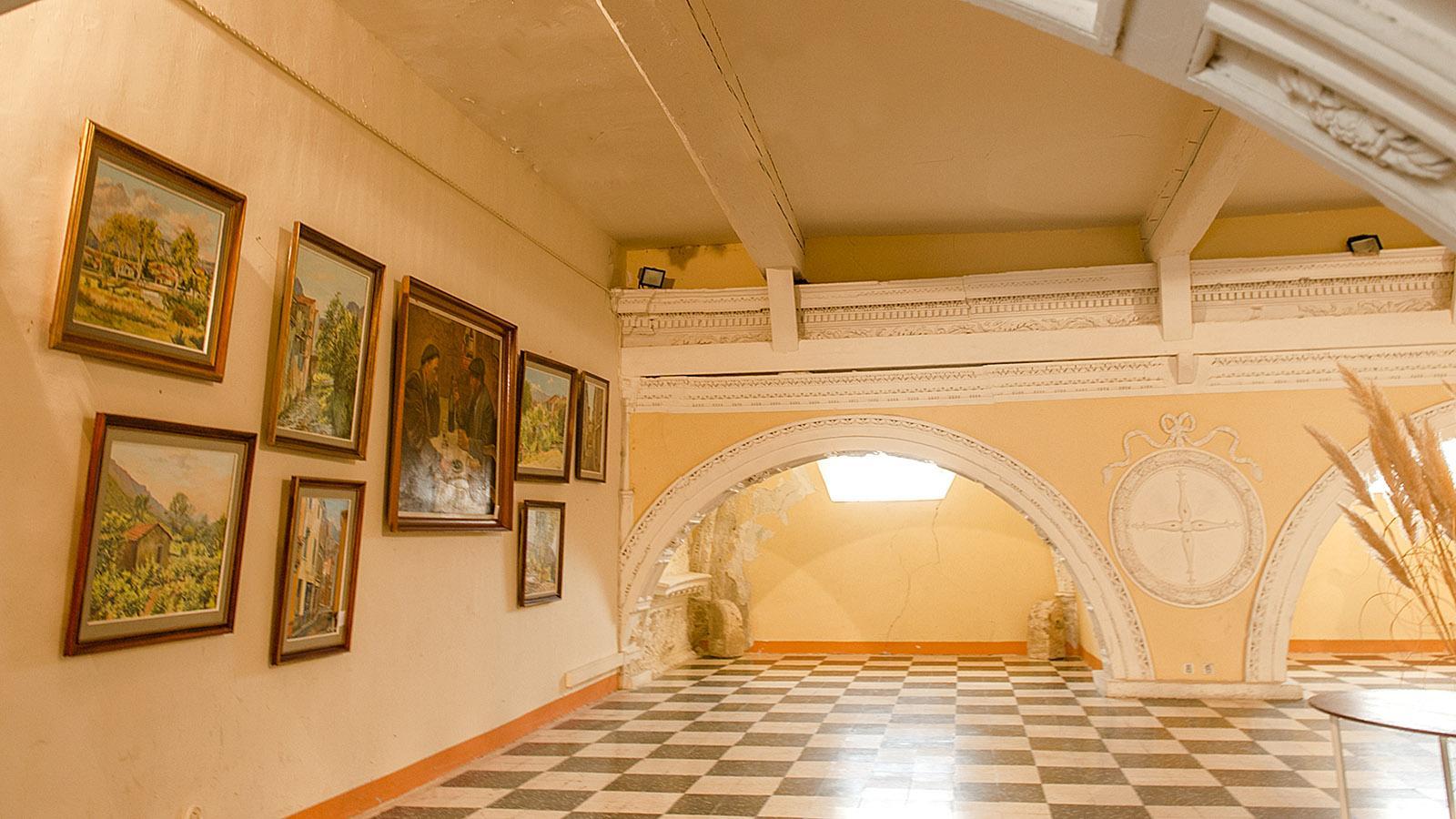 Saint-Paul-de-Fenouillet: die Kunstgalerie des Heimatmuseums findet ihr im Gewölbe des Chapître. Foto: Hilke Maunder