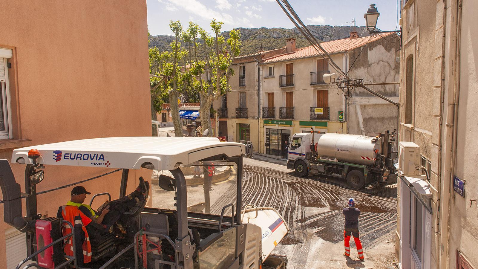 Saint-Paul-de-Fenouillet. Auch die Place de la République erhält neues Pflaster. Foto: Hilke Maunder