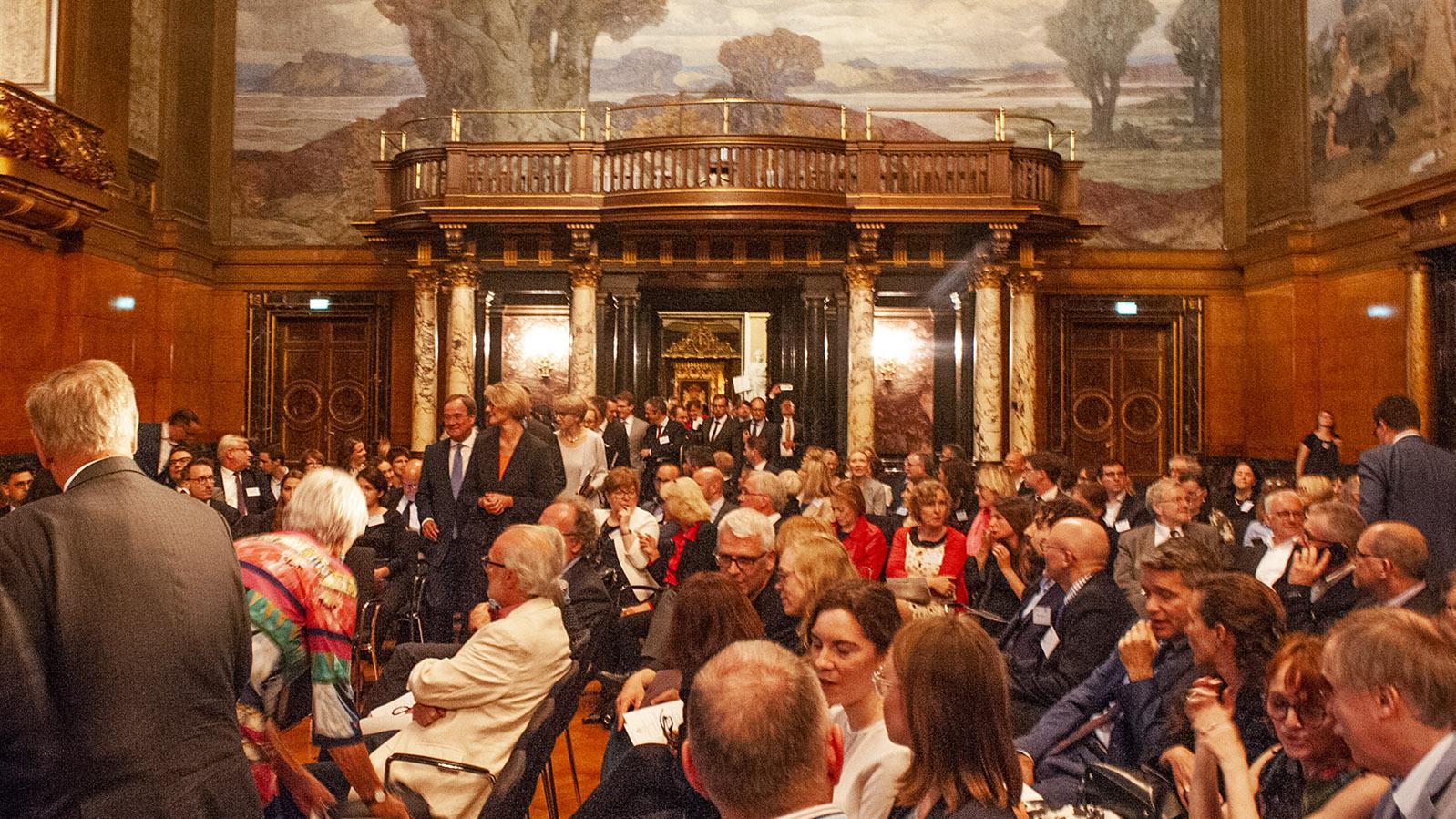 20 Jahre DFH-UFA: Rund 400 Gäste wohnten im großen Festsaal des Hamburger Rathauses der Zeremonie bei. Foto: Hilke Maunder