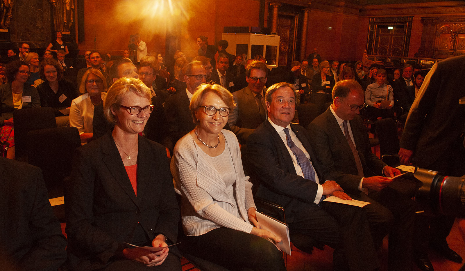 20 Jahre DFH (v.l.) Anja Karlicze, Anne-Marie Descôtes, Armin Laschet. Foto: Hilke Maunder