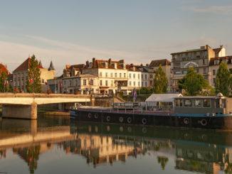 Melun: an der Seine. Foto: Hilke Maunder