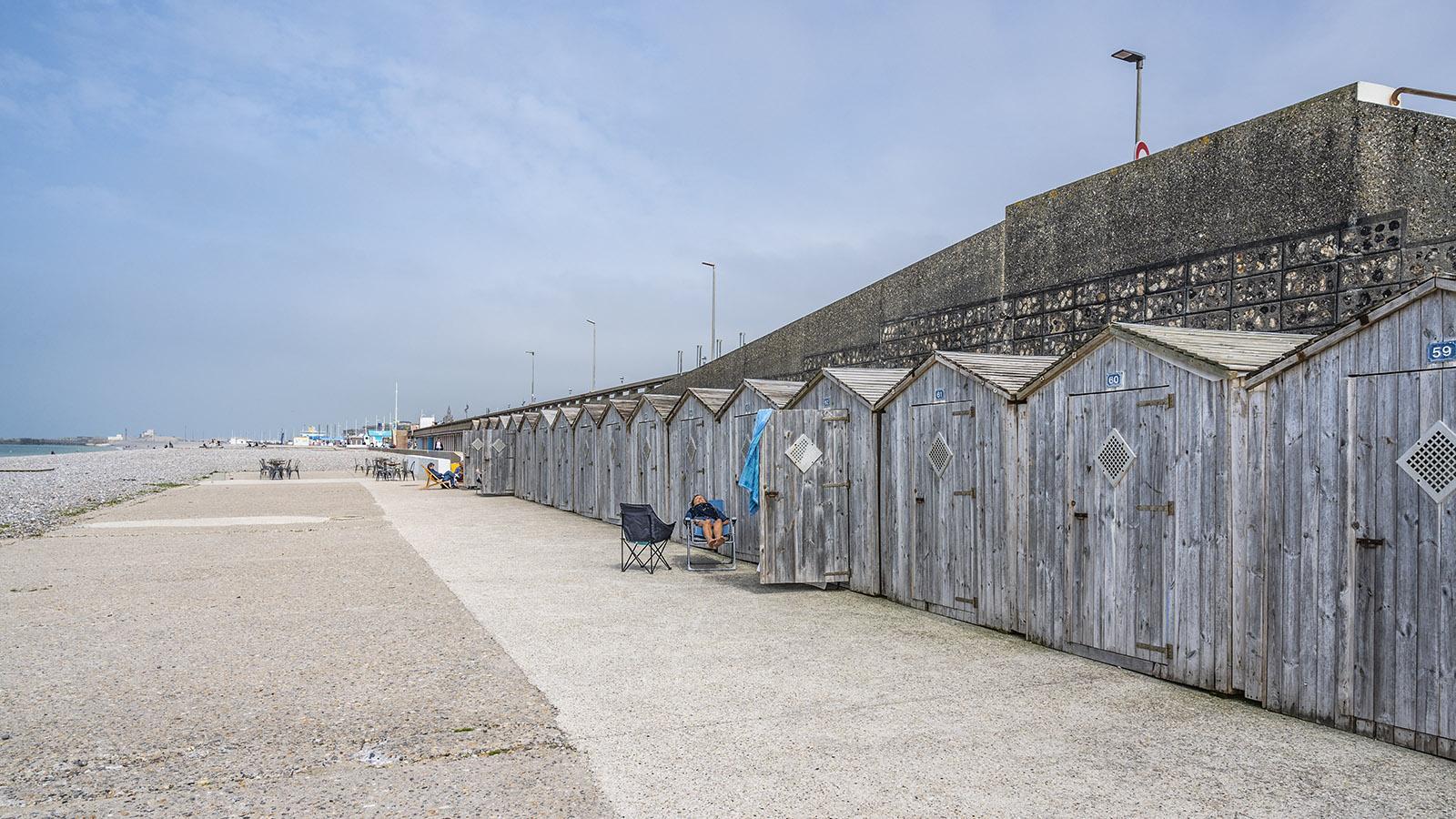 Die Badehäuschen der Strandpromenade von Dieppe. Foto: Hilke Maunder