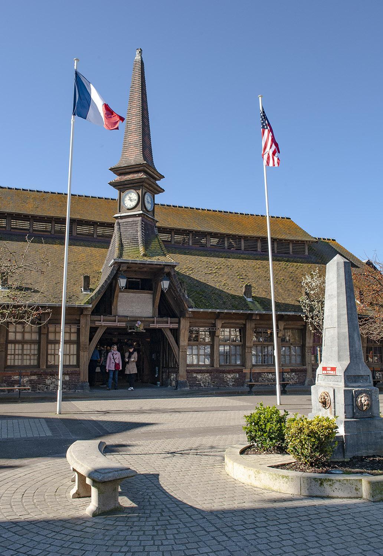 Étretat: Das Office de Tourisme in der Markthalle. Foto: Hilke Maunder